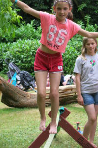 Ru-Slack slackline - Larmer tree Festival 2016