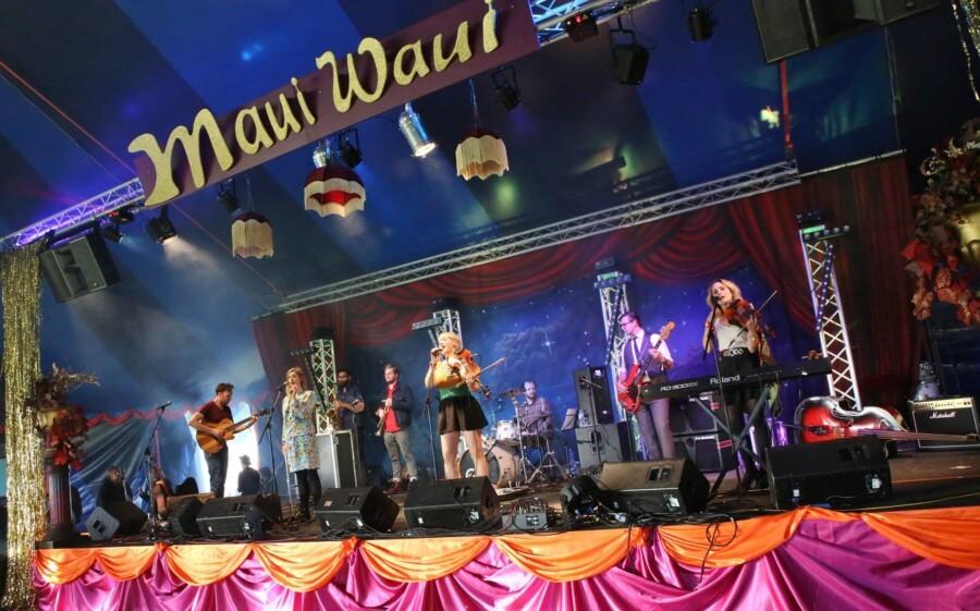 Maui Waui stage band