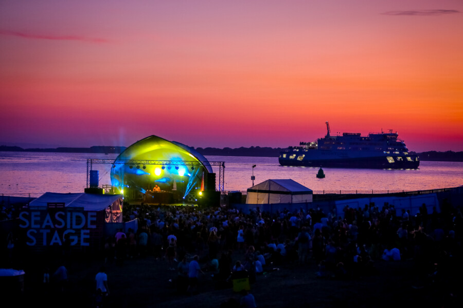 Victorious sunset stage